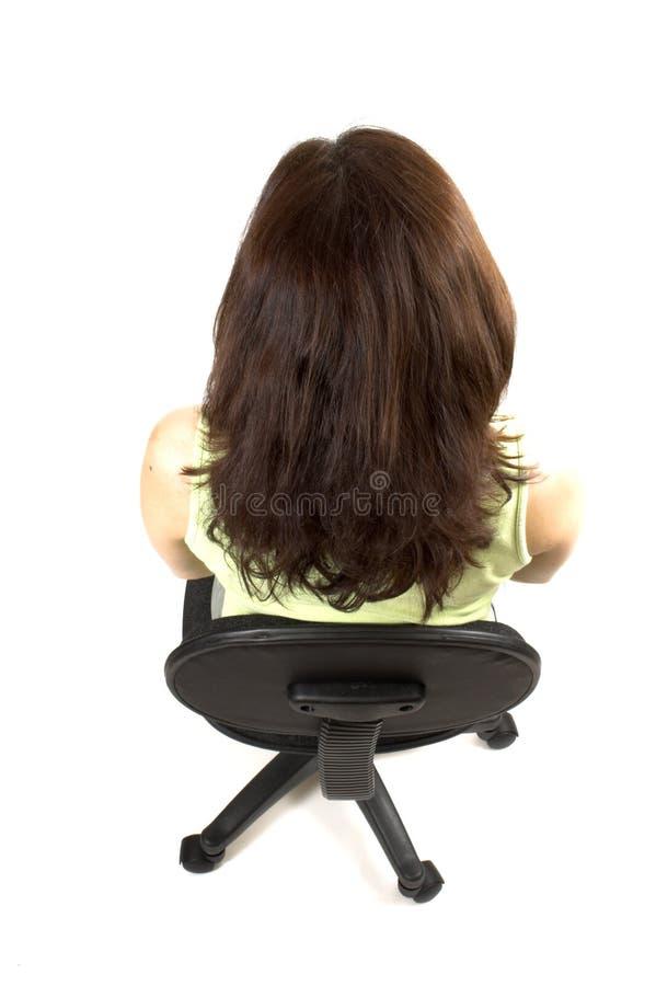 Buena postura en la sentada de la muchacha fotos de archivo