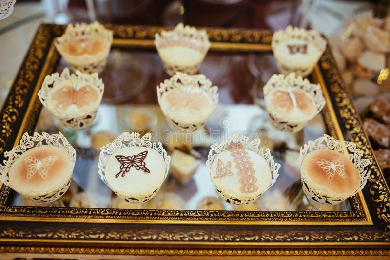 Buena tabla de comida fría exquisita en un evento solemne imágenes de archivo libres de regalías