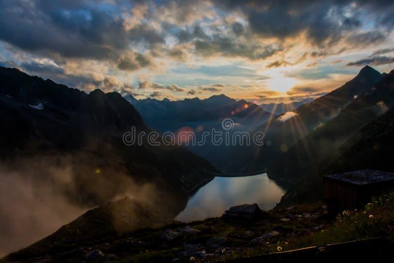 Buenas noches en las montañas foto de archivo libre de regalías