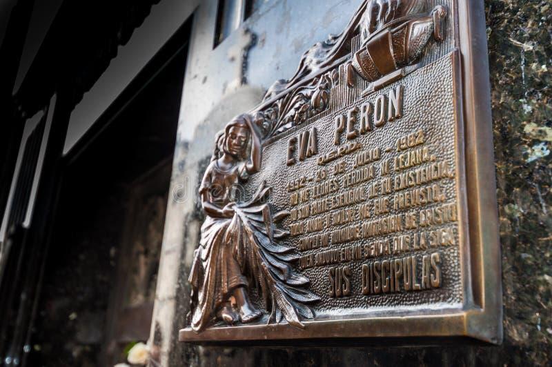 BUENOS AIRES, ARGENTINA - 18 DE AGOSTO: Mausoléu em Cementerio de La Recoleta, o local grave de Evita Peron, primeira senhora do  fotos de stock