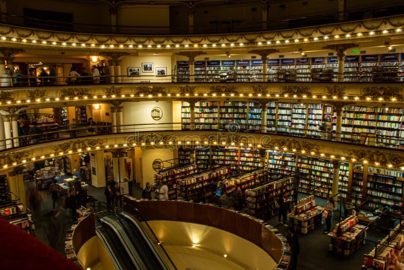 Buenos Aires, Argentina 18 de novembro de 2017 Livraria o ateneu Um do mais famoso e bonito no mundo Um velho imagens de stock