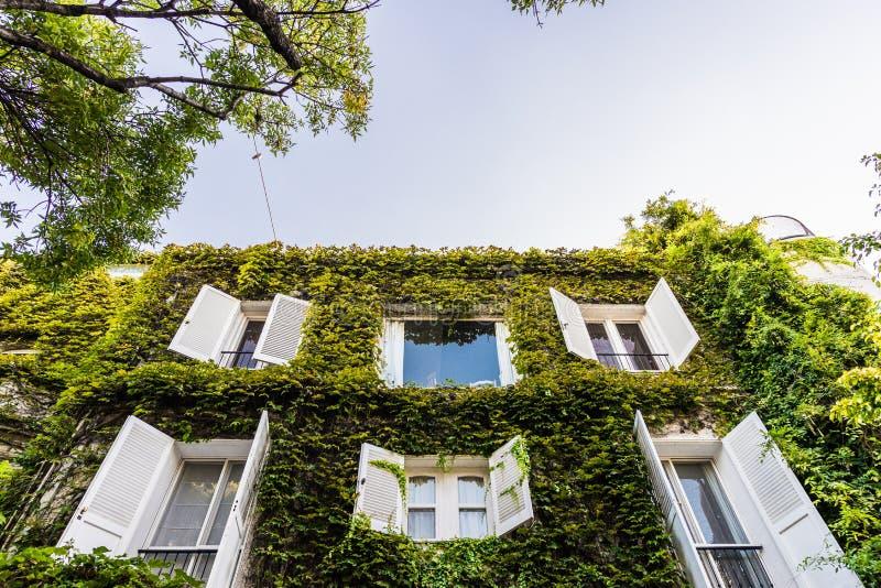 BUENOS AIRES, ARGENTINIË - Maart 17, 2016: Klassieke huizen in Palermo Chico stock foto's