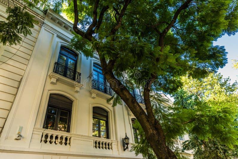 BUENOS AIRES, ARGENTINIË - Maart 17, 2016: Klassieke huizen in Palermo Chico royalty-vrije stock fotografie