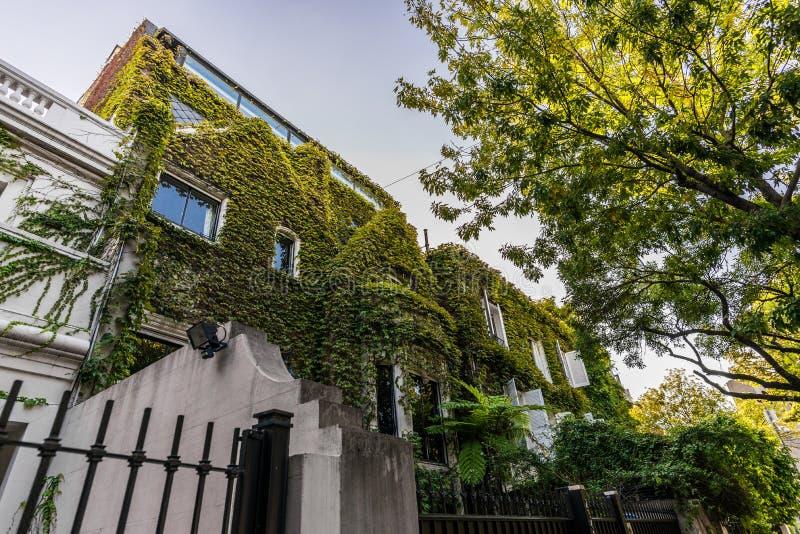 BUENOS AIRES, ARGENTINIË - Maart 17, 2016: Klassieke huizen in Palermo Chico royalty-vrije stock foto's