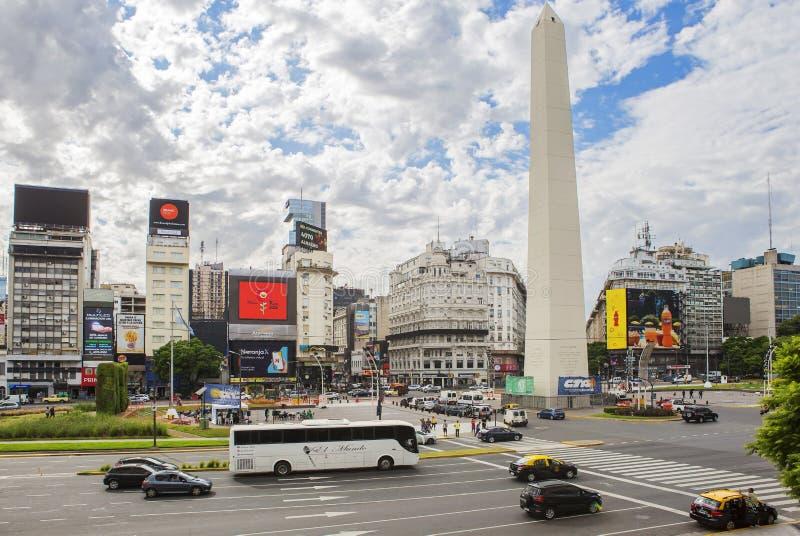 Buenos Aires, Argentinien, Obelisk auf dem Platz der Republik stockbild