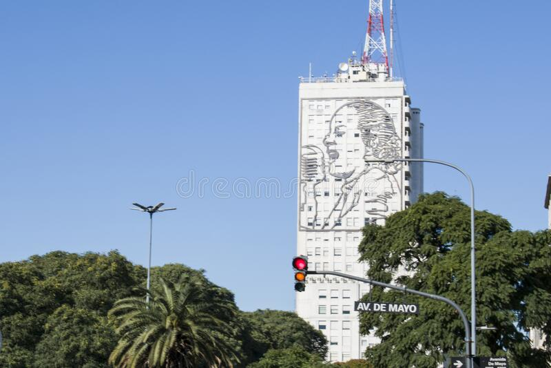 Buenos Aires City, Argentinië 16 juni 2018 Een gebouw met Eva Peron's gezicht in Buenos Aires stock foto
