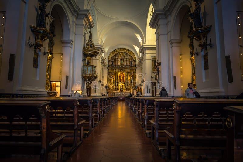 Buenos Aires - Juli 01, 2017: Inom kyrkan av den Recoleta kyrkogården i Buenos Aires Argentina royaltyfria bilder