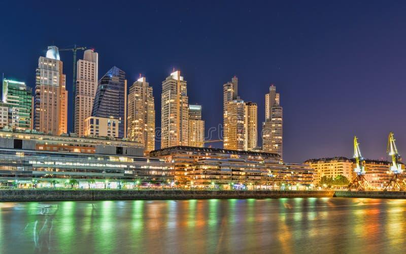 Buenos Aires, Puerto Madero na noite foto de stock royalty free