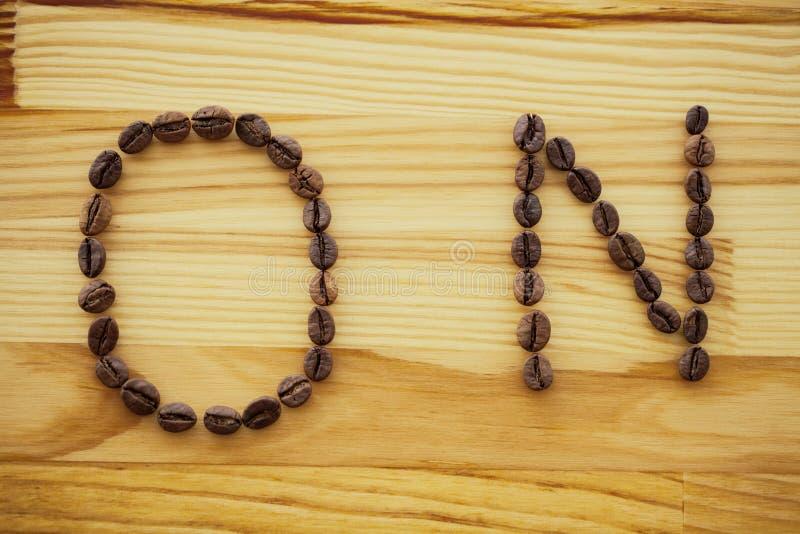 Buenos días Tiempo del café Café a ir y habas en vagos de madera imagen de archivo