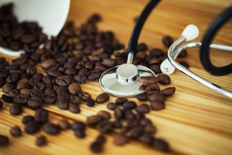 Buenos días Tiempo del café Café a ir y habas en vagos de madera imagen de archivo libre de regalías