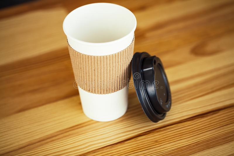 Buenos días Tiempo del café Café a ir y habas en vagos de madera imágenes de archivo libres de regalías
