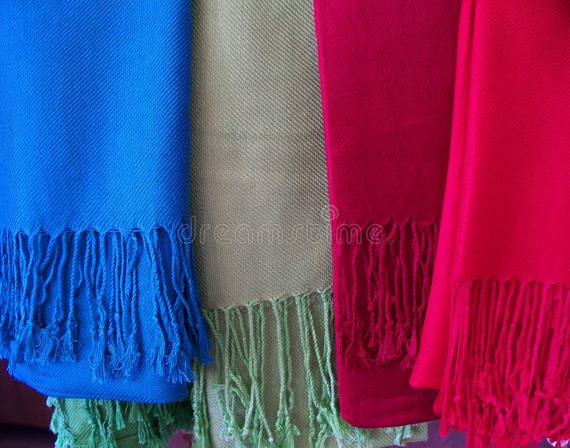 Bufanda colorida de las lanas fotos de archivo
