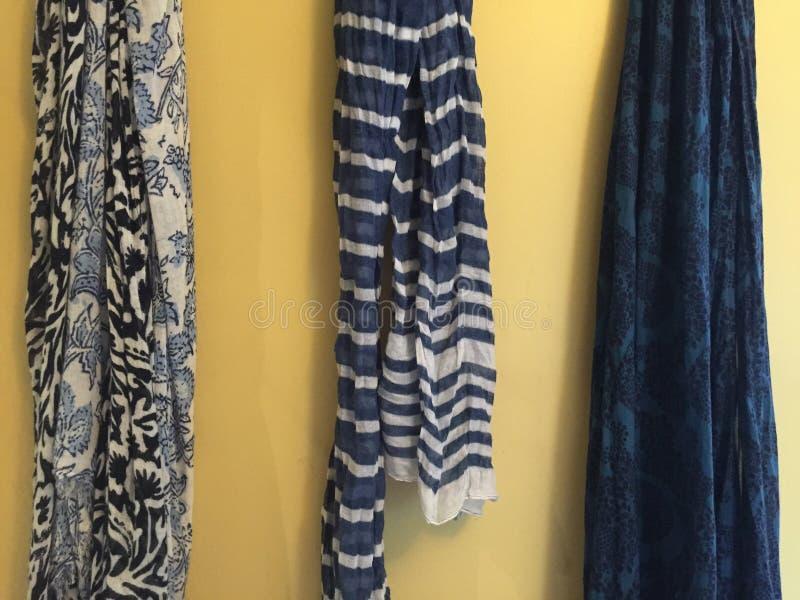 Bufandas azules imagenes de archivo