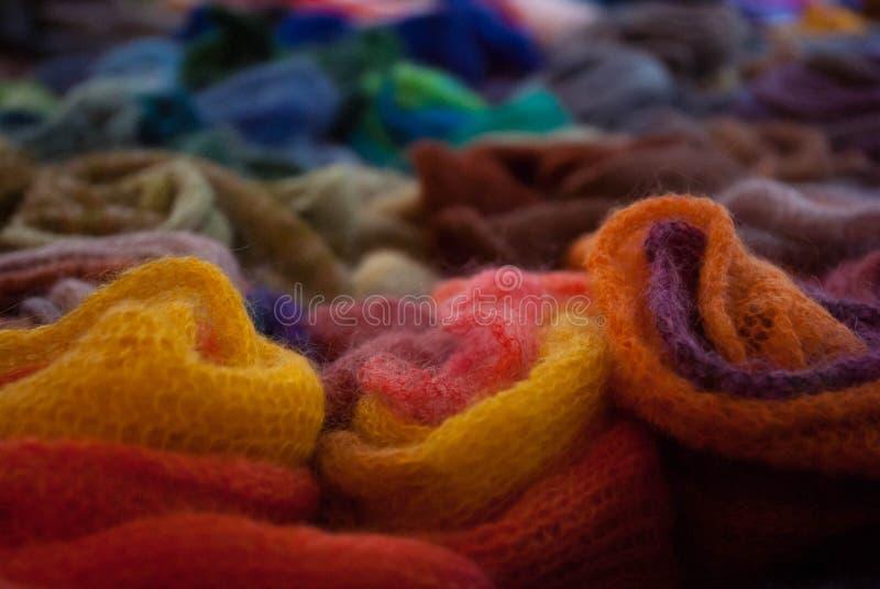 Bufandas hechas punto fotografía de archivo libre de regalías