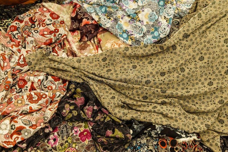 Bufandas y velos coloreados hermosos fotos de archivo libres de regalías