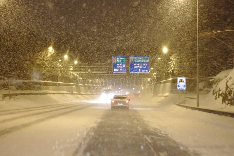 Bufera di neve sulla strada immagini stock libere da diritti