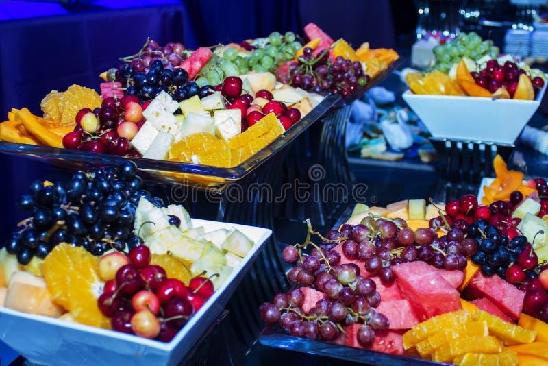 Bufete colorido do fruto tropical imagens de stock