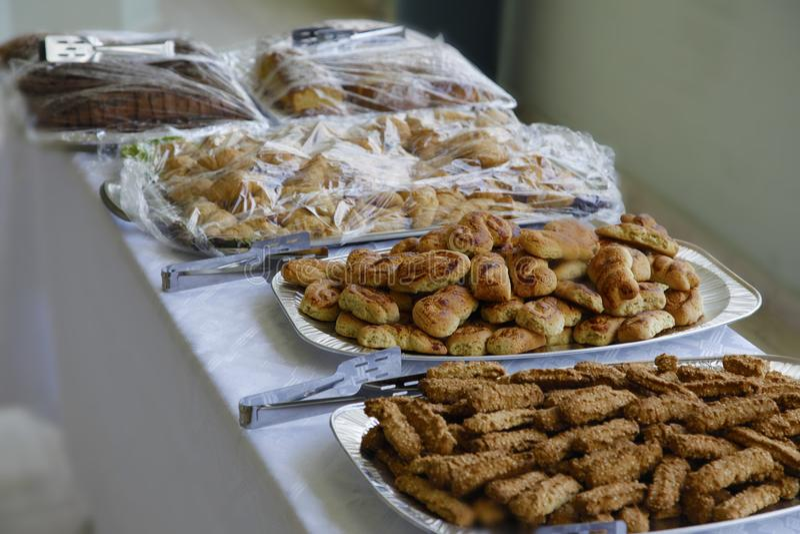 Bufete com vários alimentos fotografia de stock