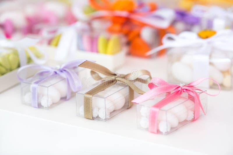 Bufete dos doces do casamento fotografia de stock