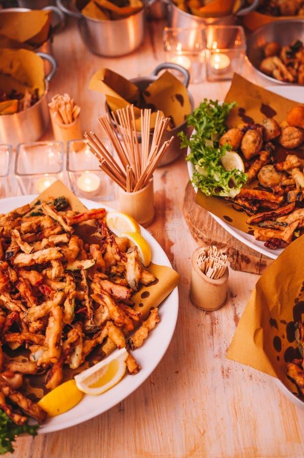 Bufete italiano colorido e delicioso saboroso no restaurante imagens de stock royalty free
