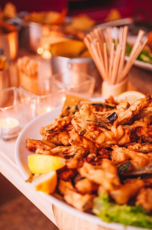 Bufete italiano colorido e delicioso saboroso no restaurante foto de stock royalty free