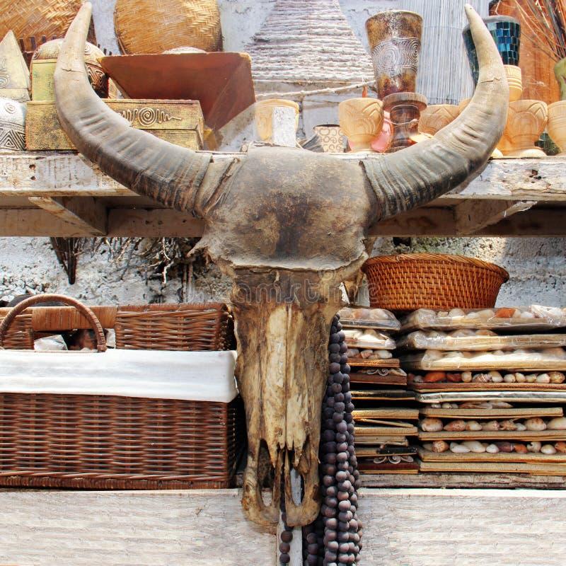 Buffelhuvud på marknaden arkivfoto
