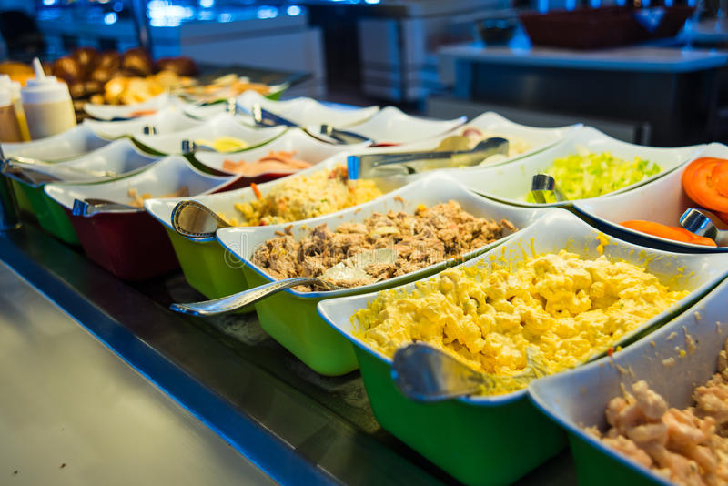 Buffet de nourriture de bateau de croisière photographie stock