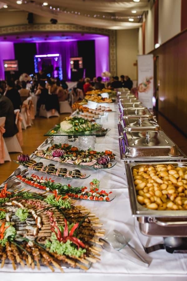 Buffet di nozze dell'alimento di approvvigionamento immagine stock