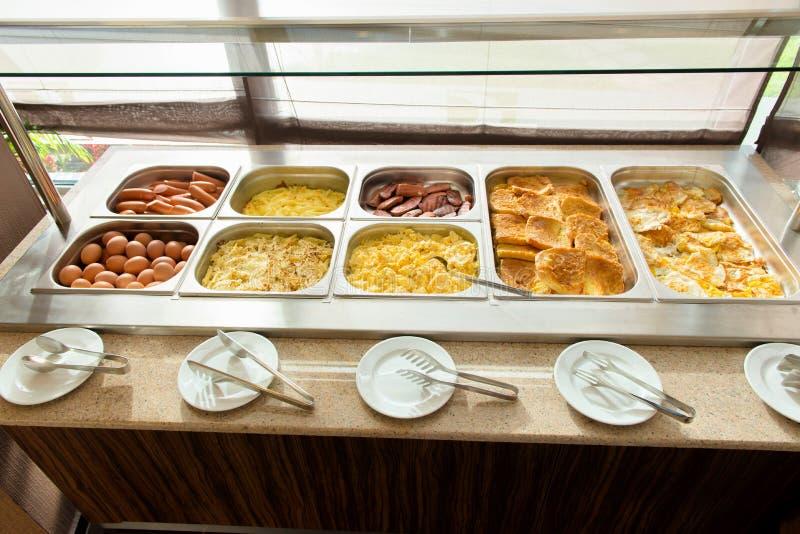 Buffet in het Restaurant stock afbeeldingen