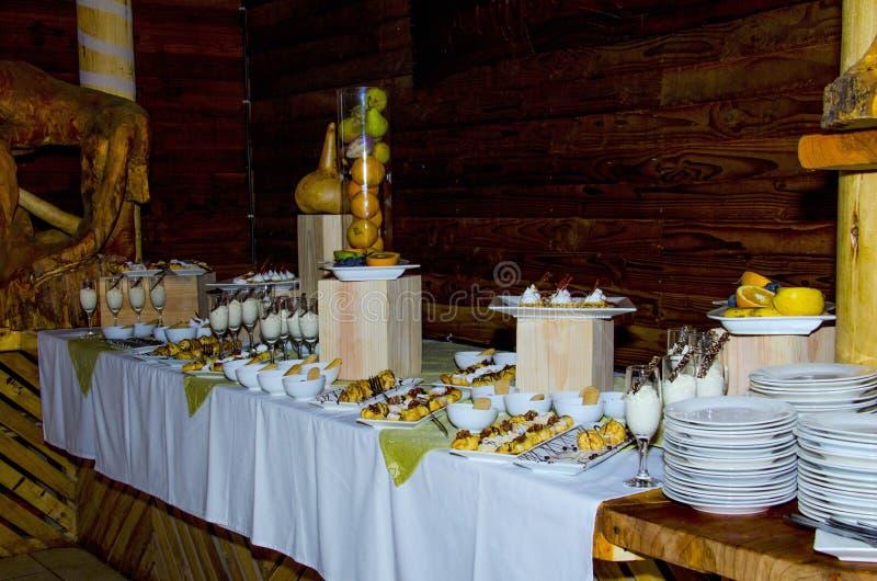 Buffet met desserts stock fotografie