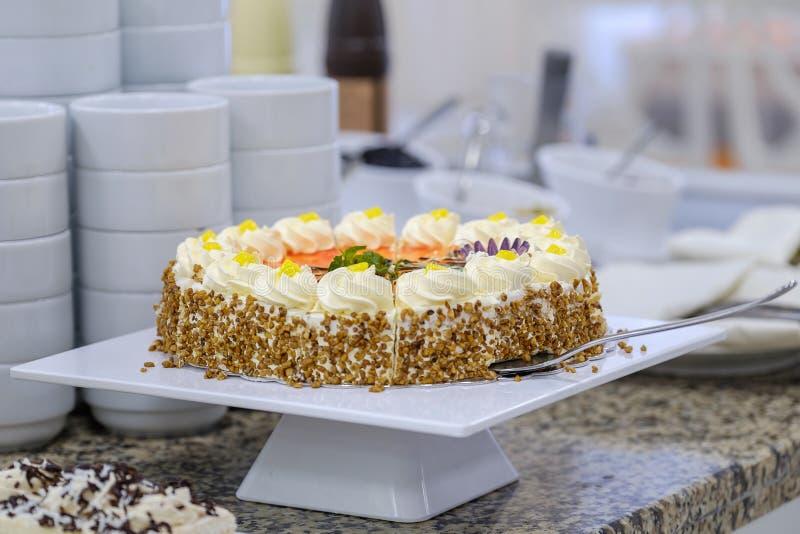 Buffet met vruchten en desserts 7 stock foto