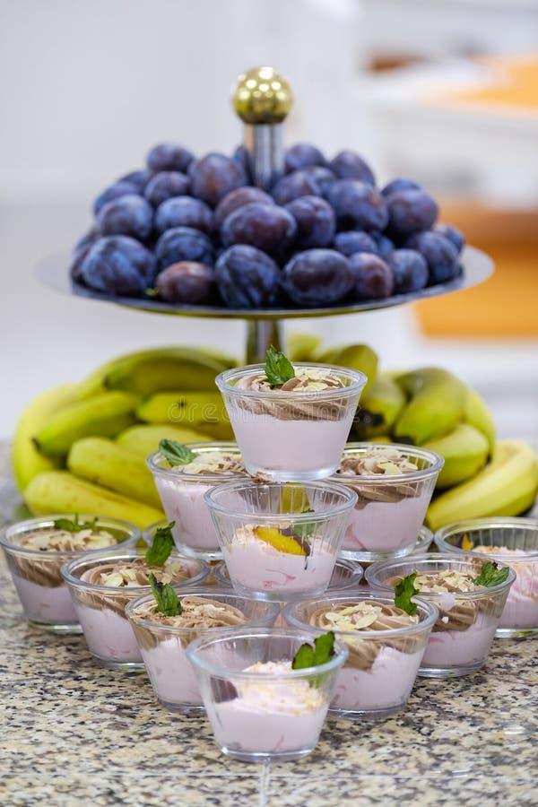 Buffet met vruchten en desserts 6 royalty-vrije stock foto's