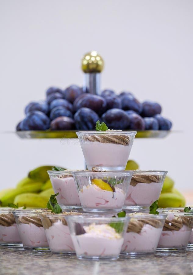Buffet met vruchten en desserts 5 royalty-vrije stock afbeeldingen