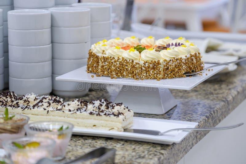 Buffet met vruchten en desserts 8 royalty-vrije stock foto