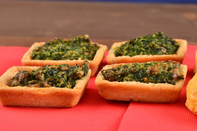 Download Buffet, Ossequi Sulla Tavola Fotografia Stock - Immagine di oliva, banquette: 113664044