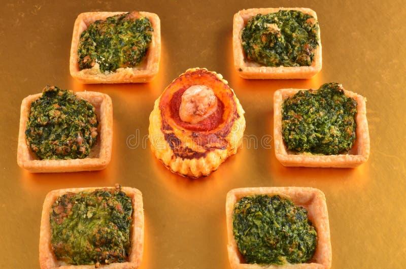 Download Buffet, Ossequi Sulla Tavola Fotografia Stock - Immagine di cutlery, pane: 113668498