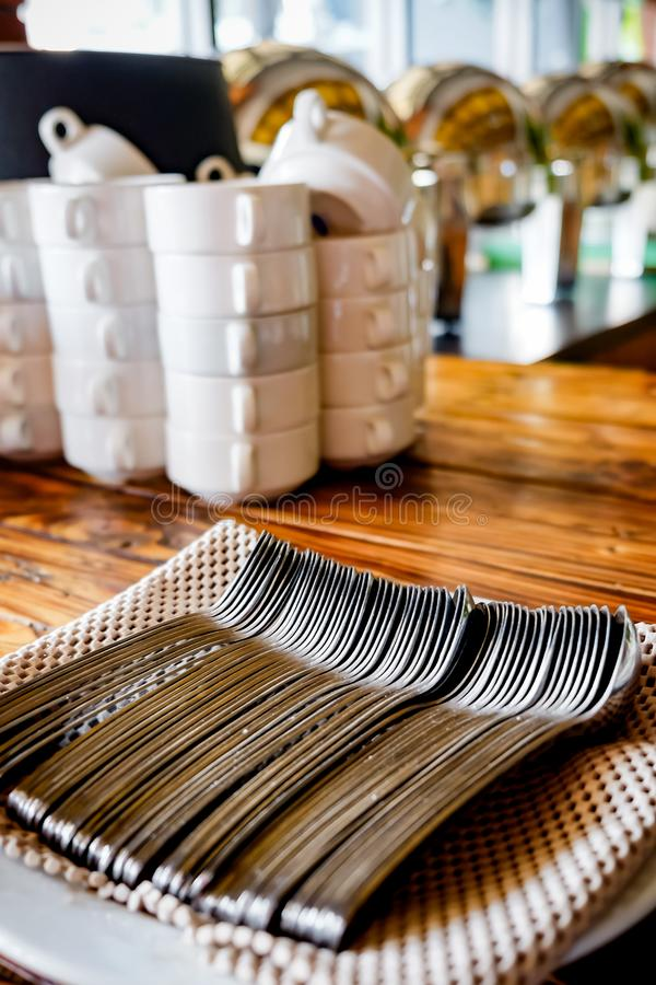 Buffet Utensil Set in Neat and Tidy Arrangement on Vintage Wooden Table in a Restaurant or cafe royaltyfri fotografi