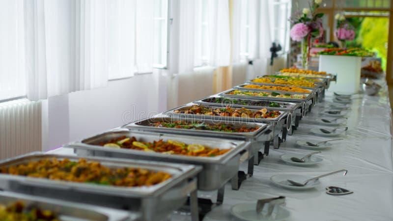 Buffetlebensmittelverpflegungs-Lebensmittelpartei am Restaurant stockbild