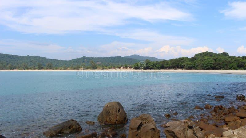 Bugalows su una spiaggia incontaminata vicino a Dawei Myanmar immagini stock
