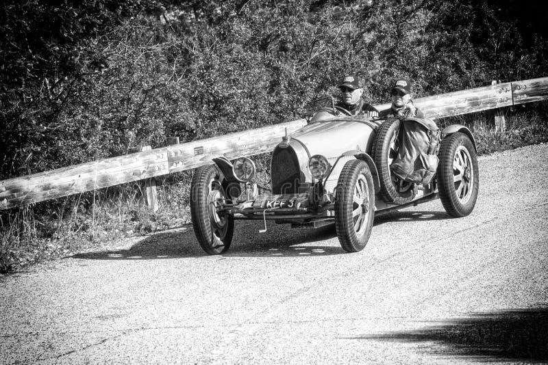 BUGATTI T 35 GRAND PRIX1925 starych bieżnych samochodów w zlotnym Mille Miglia 2018 sławna włoska dziejowa rasa 1927-1957 fotografia royalty free