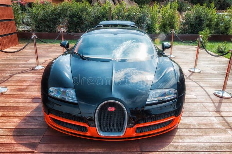 Bugatti Veyron στην επίδειξη στο Πόρτο Cervo στη Σαρδηνία Το Bugatti είναι ένα γαλλικό αυτοκίνητο μΑ στοκ εικόνα με δικαίωμα ελεύθερης χρήσης