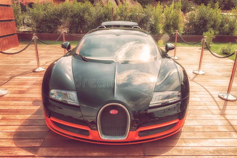 Bugatti Veyron στην επίδειξη στο Πόρτο Cervo στη Σαρδηνία Το Bugatti είναι ένα γαλλικό αυτοκίνητο μΑ στοκ εικόνες με δικαίωμα ελεύθερης χρήσης