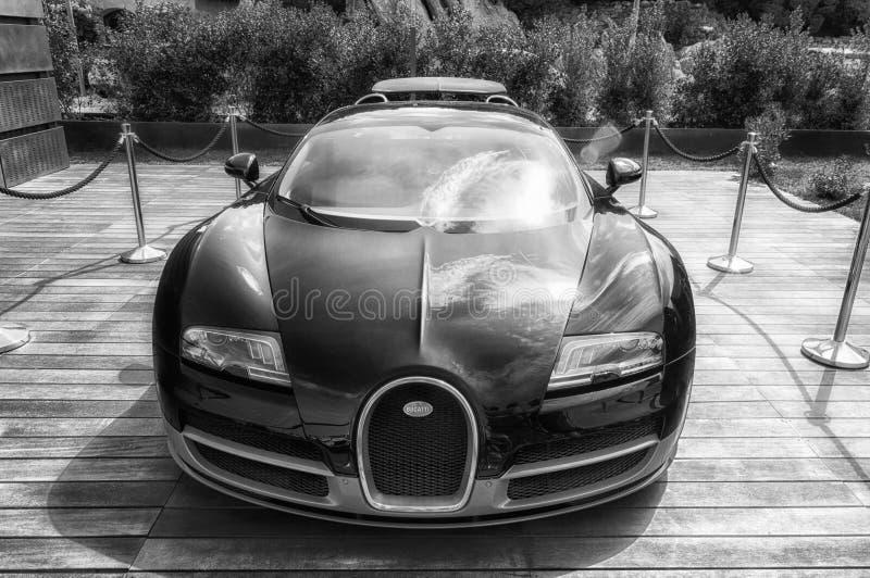 Bugatti Veyron στην επίδειξη στο Πόρτο Cervo στη Σαρδηνία Το Bugatti είναι ένα γαλλικό αυτοκίνητο μΑ στοκ εικόνες