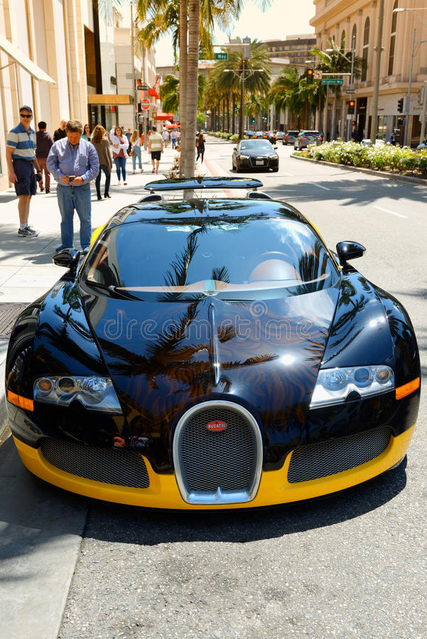 Bugatti Veyron supercar som parkeras i Beverly Hills royaltyfria bilder