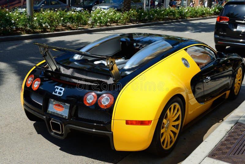 Bugatti Veyron supercar som parkeras i Beverly Hills royaltyfri bild