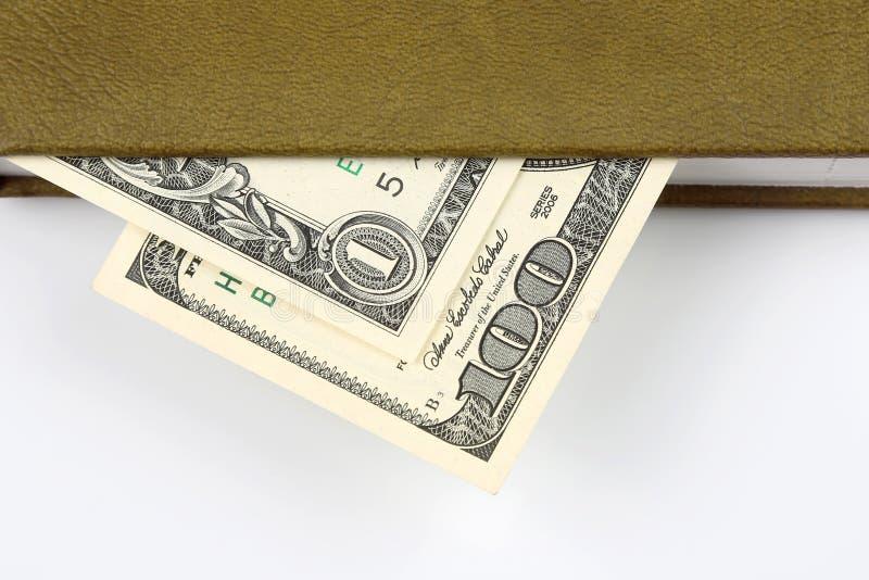 Bugia delle banconote in dollari all'interno del vostro taccuino Finanza e istruzione immagini stock libere da diritti