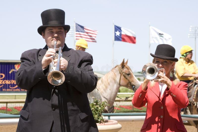 Buglers nas raças de cavalo foto de stock