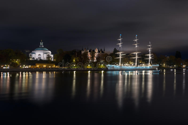 Buhonero alto del AF de la nave en Estocolmo, Suecia fotos de archivo