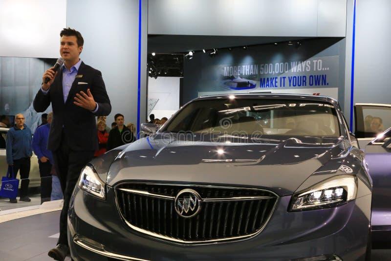 Buick-de luxeauto wordt geïntroduceerd bij de autoshow stock foto