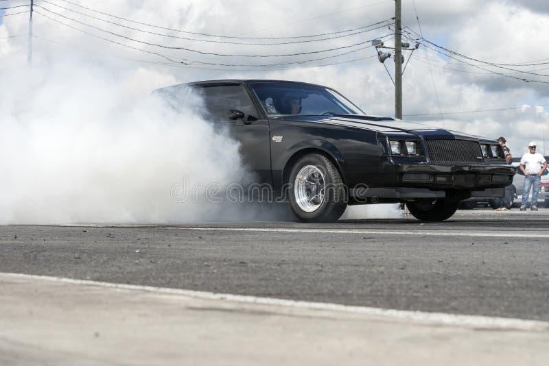 Buick-Grand National Burnout lizenzfreie stockfotografie